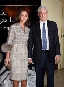 """El escritor Mario Vargas Llosa e Isabel Preysler durante la presentación del libro """"Cinco Esquinas"""" en Madrid.07/03/2016"""